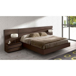 Brown Wooden Bed, Dimension: 6 x 6 feet
