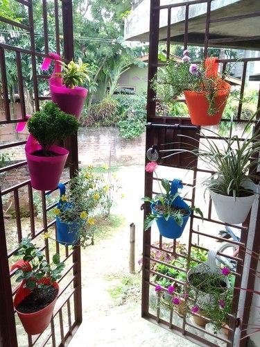 IndiaMART & Railing Hanging Plastic Flower Pots