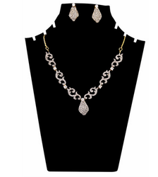 AD Curves Necklace Set