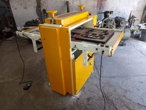 Iron Flat Bed Die Cutting Machine, Packaging Type: Box | ID