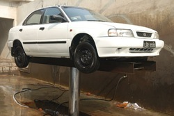 Hydraulic Lift - Car Washing