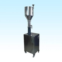 Hand Operated Liquid Filling Machine