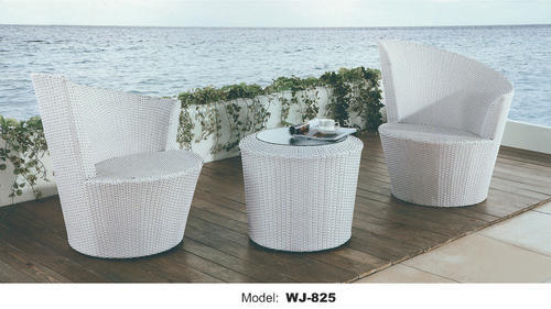 White Wicker Chair & Table, Size: 90 x 90 x 74 cm