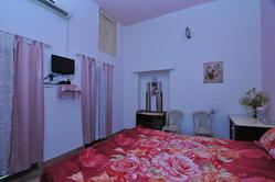 Jheelam Homestay - Pink AC Room