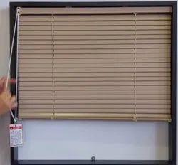 垂直木百叶窗