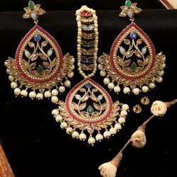 Modern Ladies Artificial Necklace Set