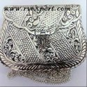 Handicrafts clutch