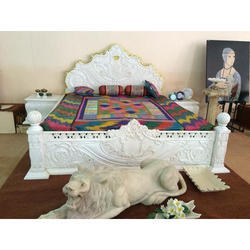 White Marble Bed, Size: 6 x 7 foot