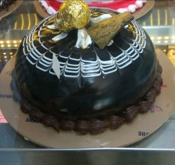 Chocolate with vanila Round Cake, Packaging Type: Box, Weight: 500 Grm