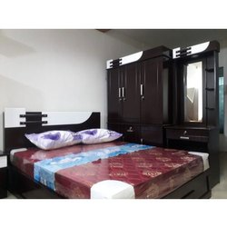 Modern Brown Designer Wooden Double Bed, Size: 6.15x5 Feet
