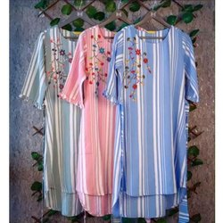 Cotton 3/4th Sleeve Ladies Trendy Embroidered Kurti