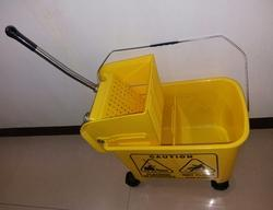 Plastic Mop Buckets And Wringers for Hotels, Hospitals, Size: 20 liter
