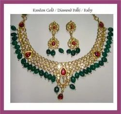 Kundan Gold Necklace Set, Packaging Type: Box