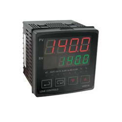 1/4 DIN Temperature and Process Controller