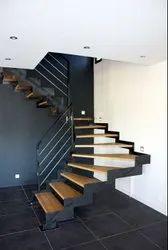 Normal Black Staircase, Floor