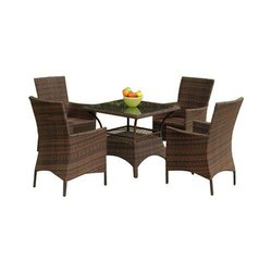 Universal Furniture Outdoor Coffee Table & Chair Set