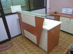 Laminate Reception Table