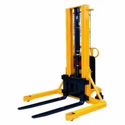 1 Ton Staddle Leg Stacker