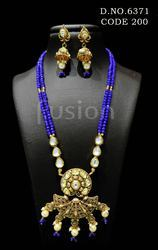 Traditional Kundan Pendant Set
