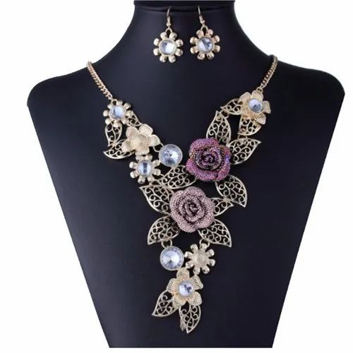 Golden Anniversary Zesta Floral Design Beautiful Necklace Set with Earrings
