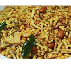 Shri Ratlami Spicy Mixture Namkeen, Packaging Size: 200gm and 500gm