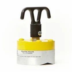 Iron Black Mag Utility Hook