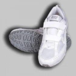 Nike White Velcro School Shoes, लड़कों