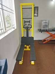 HEAVY DUTY MANUAL STACKER