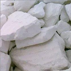 中国化妆品和白色的粘土