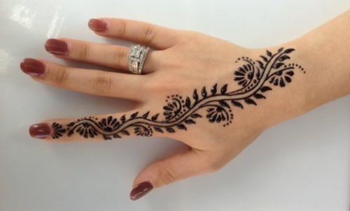 Black / Red Henna Hand Tattoos, Usage: Personal | ID: 17498391448