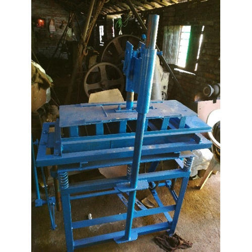 Mild Steel Manual Fly Ash Brick Machine, Capacity: 500-1000 piece per hour