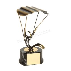 1018 Parachutes Type Trophy