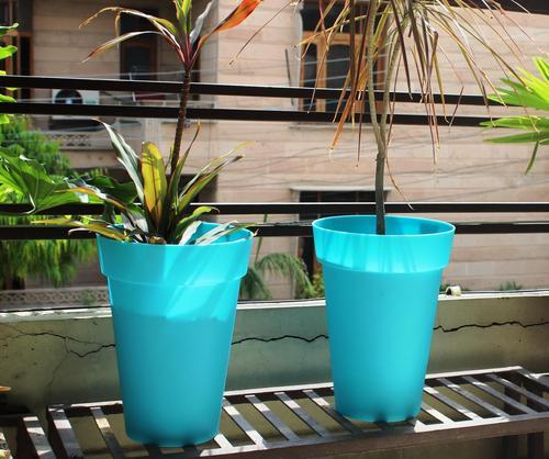 Blue Large Planter, For Garden, Shape: Round