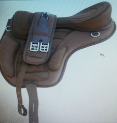 Treeless Saddle w/Girth