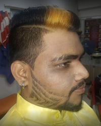 Red Unisex Salon Spa Mumbai Service Provider Of Hair Style For