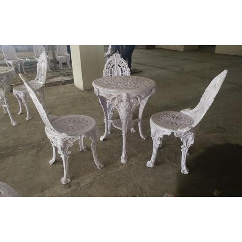 Outdoor Furniture Cast Iron Round Table Manufacturer From Navi Mumbai