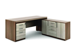Pre Lam Particle Board 1 Office Manager Table Ot-02, Size: 1350mm X 600mm X 1800