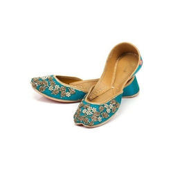 Ladies Ethnic Embroidered Jutti