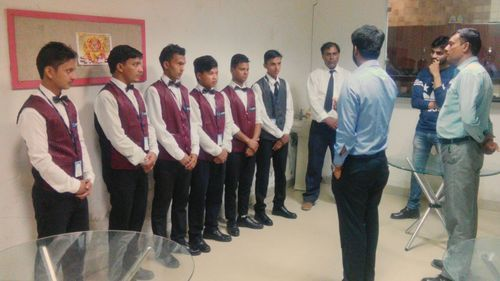 Pantry Boy Services in Gurgaon, Udyog Vihar by Synerzi | ID: 14474150855
