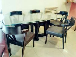 Comfortable Dining Table Set