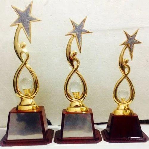 Design Wooden Trophy At Rs 880 Set