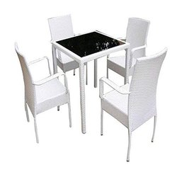 Universal Furniture Garden White Table with 4 Chairs