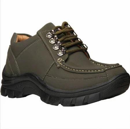 06a93de5c847 Bata Men Green Outdoor Shoes