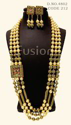 Traditional Pearl Beaded Side Broach Necklace Set