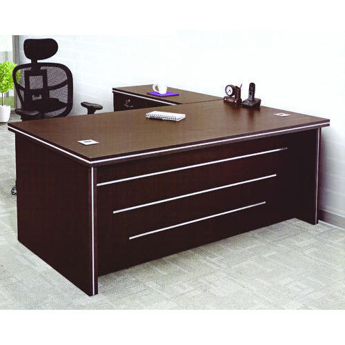 Wooden Designer Executive Office Table Size Feet 6 X 3 Feet Rs 17500 Piece Id 19485387591