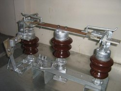 Double Break Isolator With Earth Switch (Earth Blade)