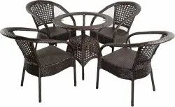 Universal Furniture Outdoor Coffee Table with Four Chairs