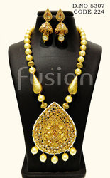 Traditional Antique Pearl Pendant Set