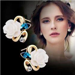 FashionCrab White Ceramic Flower Ear Cuff Stud Earrings for Women