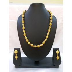Golden Elegant Chain Necklace Set